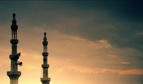 Как нужно слушать азан в соответствии с положениями Сунны?