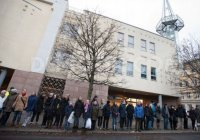 Фото дня: сотни норвежцев окружили мечеть в Осло