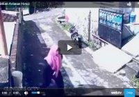 Видео дня: мусульманка дала достойный отпор грабителю
