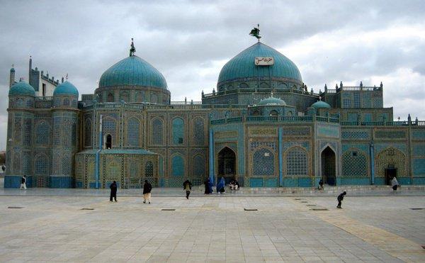 Голубая мечеть (Хазрат Али) в Мазари-Шариф