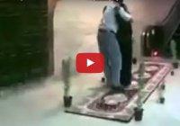 Мусульманин встречает свою мать в аэропорту