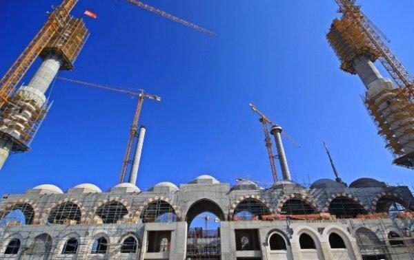 Вид на строящуюся мечеть