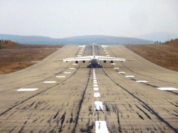 Авиационная база, находящаяся в 60 километрах от портового Адена, попала в руки мятежников-хуситов в марте этого года