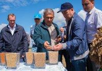 Р. Минниханов: «Наличие рабочих мест позволяет удержать молодежь на селе»