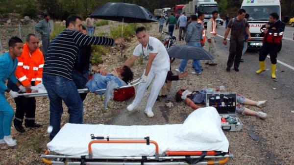 В крупном ДТП в Турции погибли трое россиян, 23 ранены.