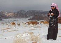 Редчайшее природное явление: снег в Мекке