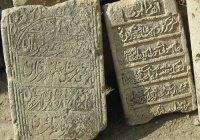 Что говорит Ислам об установке надгробных плит? Дозволено ли это?