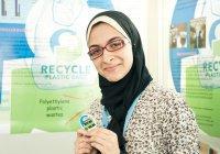 Мусульманка из Египта делает деньги из мусора