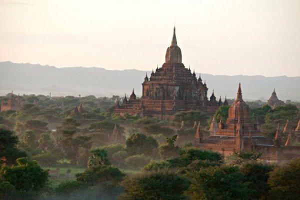 Одновременно с этим мьянмские депутаты одобрили закон, который запрещает внебрачные связи