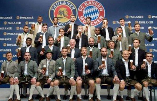 Футболисты-мусульмане отказались фотографироваться с пивом