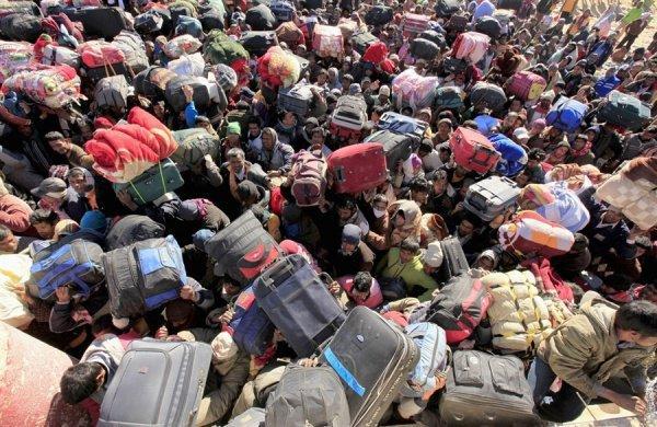 Боевики присоединяются к потоку беженцев в портах турецких городов