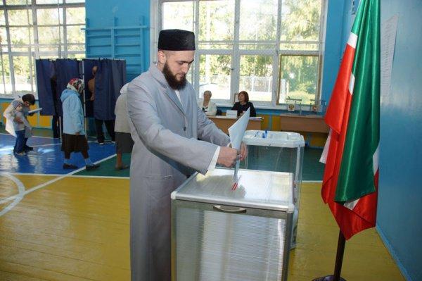Муфтий РТ проголосовал на выборах Президента РТ.