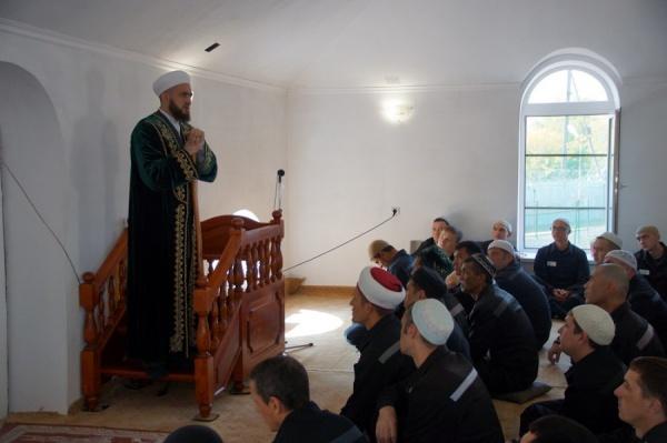 На встречу с муфтием пришли верующие мусульмане и те, кто просто интересуется исламом