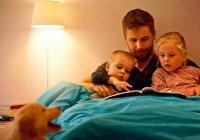 Ученые: Сказки на ночь должны читать именно папы