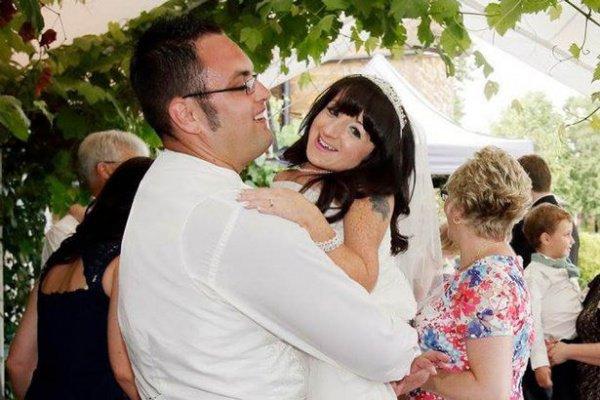 Британка ростом 81 сантиметр, вышла замуж за 185-сантиметрового мужчину.