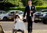 Британка ростом 81 сантиметр, вышла замуж за 185-сантиметрового мужчину