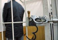 В Петербурге задержанный таджик сгрыз с футболки символику ИГ