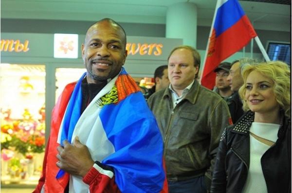 Боксер Рой Джонс прибыл в Москву за паспортом.