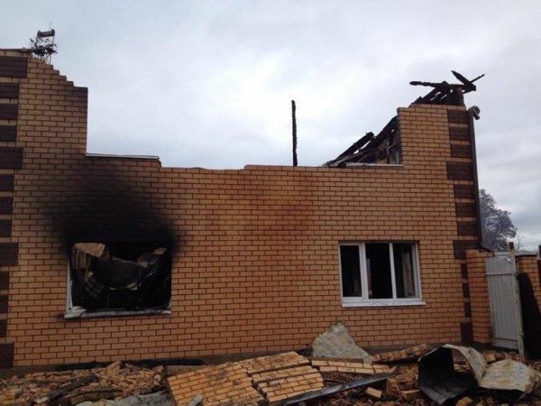 В результате поджога внутреннее помещение, деревянные конструкции крыши и сама крыша мечети выгорели