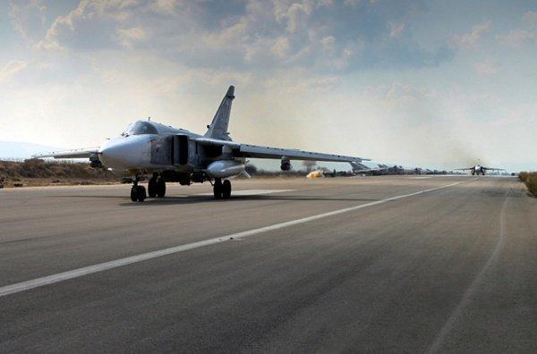 Далее по полученным координатам бомбардировщик РФ нанес серию ударов, уничтожив 3 танка и 2 броневика