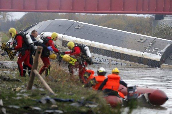 Стали известны причины схода с рельс поезда во Франции.