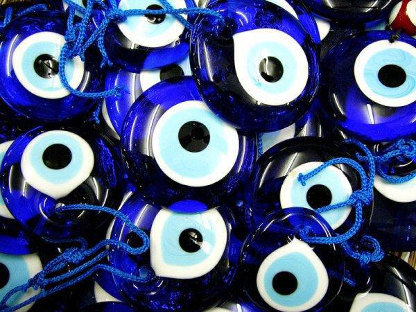 Правда ли, что от сглаза помогают только эти синие амулеты?