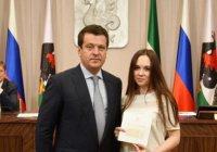 Ильсур Метшин вручил удостоверения новым сотрудникам Исполкома Казани