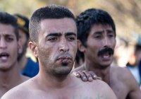 Отчаявшиеся беженцы зашили себе рты