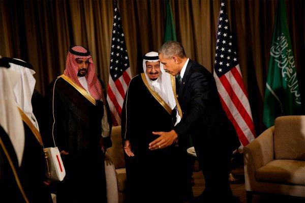 REUTERS/Jonathan Ernst Встреча Барака Обамы с королём Саудовской Аравии Салманом ибн Абдул- Азиз Аль Саудом, Саммит «Группы двадцати» в Турции, ноябрь 2015
