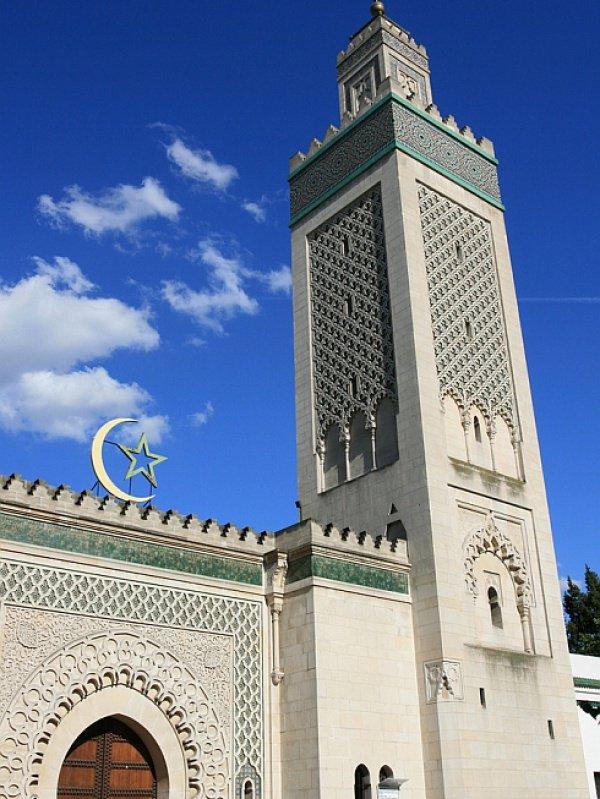 Еще 22 прихожанам мечети до окончания разбирательства запрещено покидать Францию