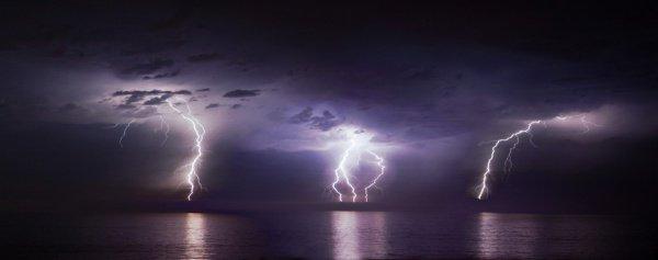 Ра'д (в переводе означающее «гром», «молния») – это ангел, который наделен полномочиями следить за облаками