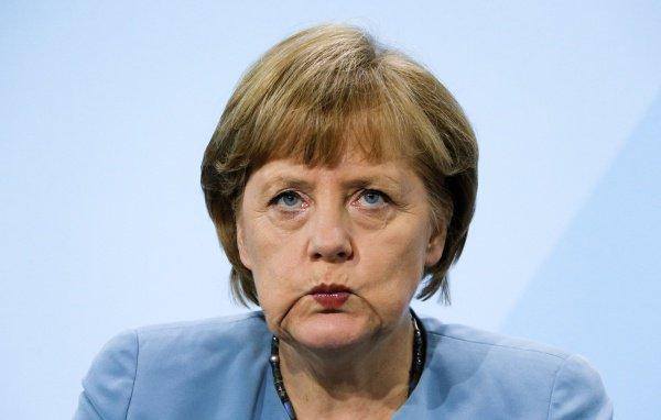 Сейчас в Германии уже зарегистрированы порядка 965 тысяч беженцев.