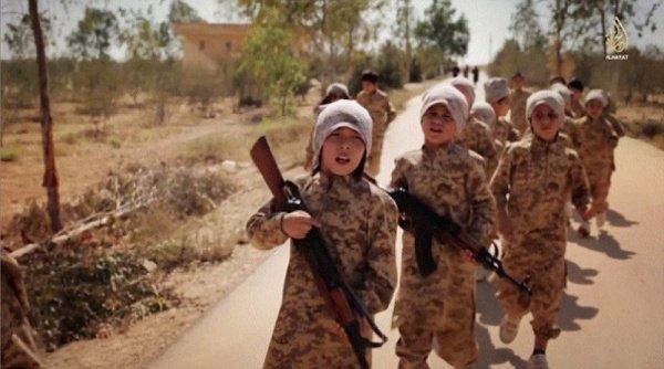 85 процентов из всех, кто становится сторонником ИГИЛ - это молодые люди в возрасте до 25 лет.