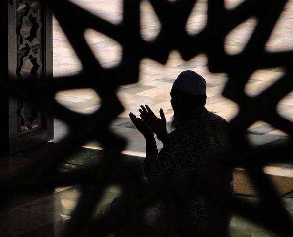 для другого человека лучше всего просить довольства и милости Аллаха Всевышнего