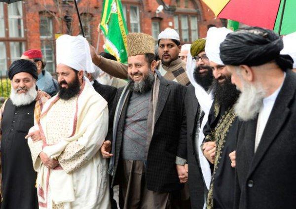 Мусульмане воспринимают День рождения Пророка Мухаммада, как важное время для изучения и размышления о жизни Пророка.
