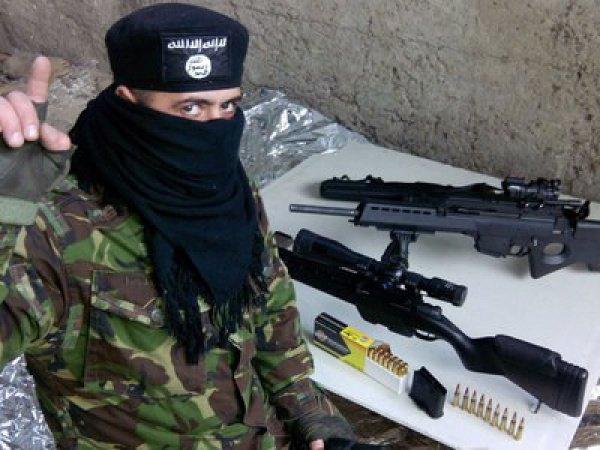 """Фотографии со взломанного смартфона одного из бойцов полка """"Азов""""."""