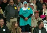 Мусульманку выгнали с митинга Трампа за молчаливый протест