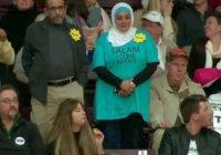 Мусульманка, которую выставили с митинга Трампа, прокомментировала свой поступок