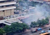 Серия взрывов прогремела в столице Индонезии (Видео)