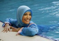 Дозволено ли женщине в буркини плавать вместе с мужчинами?