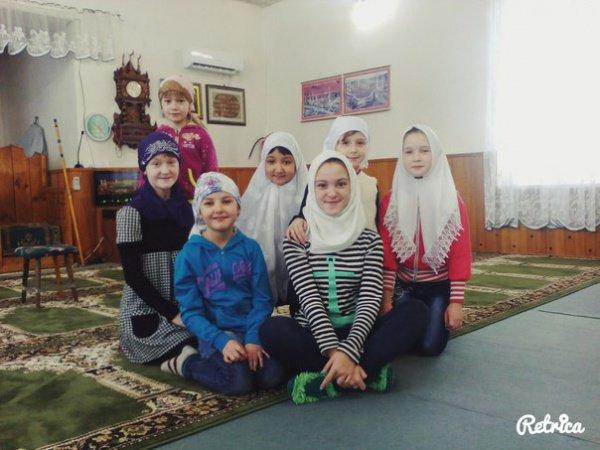 Дети в зимнем лагере.