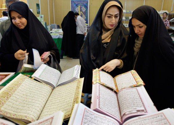 Можно ли женщине читать Коран вслух?