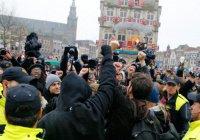 Митинг против беженцев разогнали в Нидерландах