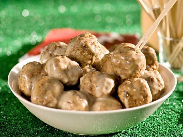 Свиные фрикадельки с соусом - традиционная датская еда.