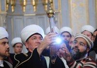 Волос Пророка Мухаммада показали на праздновании Мавлида в Москве