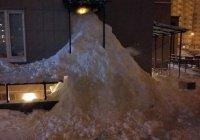 Жители ЖК, недовольные качеством уборки снега, закопали свою управляющую компанию