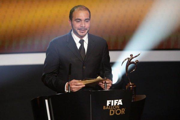 Принц Иордании Али на церемонии вручения золотого мяча лучшему футболисту мира.