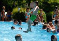 В Бельгии хотят запретить беженцам ходить в бассейн