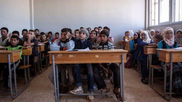 Почти 5 миллионов детей из Сирии не могут посещать школу.