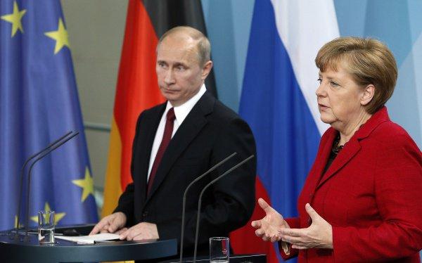 Путин и Меркель провели телефонные переговоры.